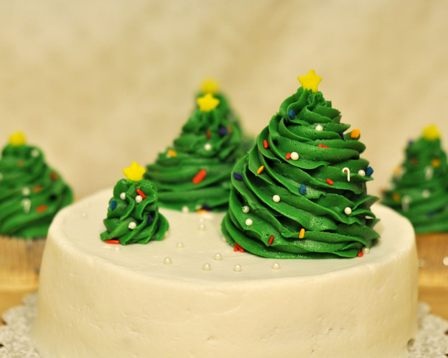 Charmant Cake · Christmas Tree Decoration Ideas ...