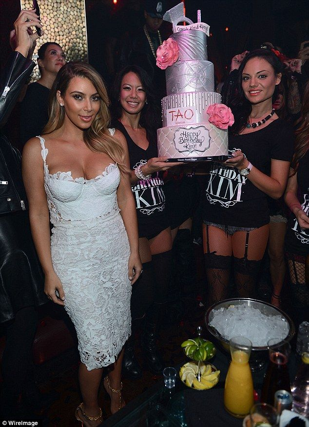 Kanye West takes a nap during fiancee Kim Kardashian's