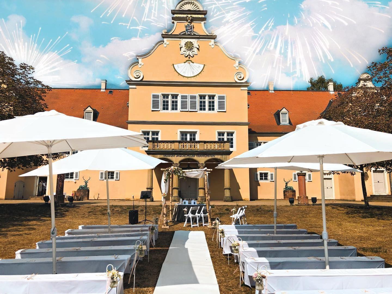 Eine Freie Trauung Im Hotel Jagdschloss Kranichstein Auch Wenn Das Schloss Eine Wunderschone Kleine Kapelle Bietet In 2020 House Styles Mansions Home Decor