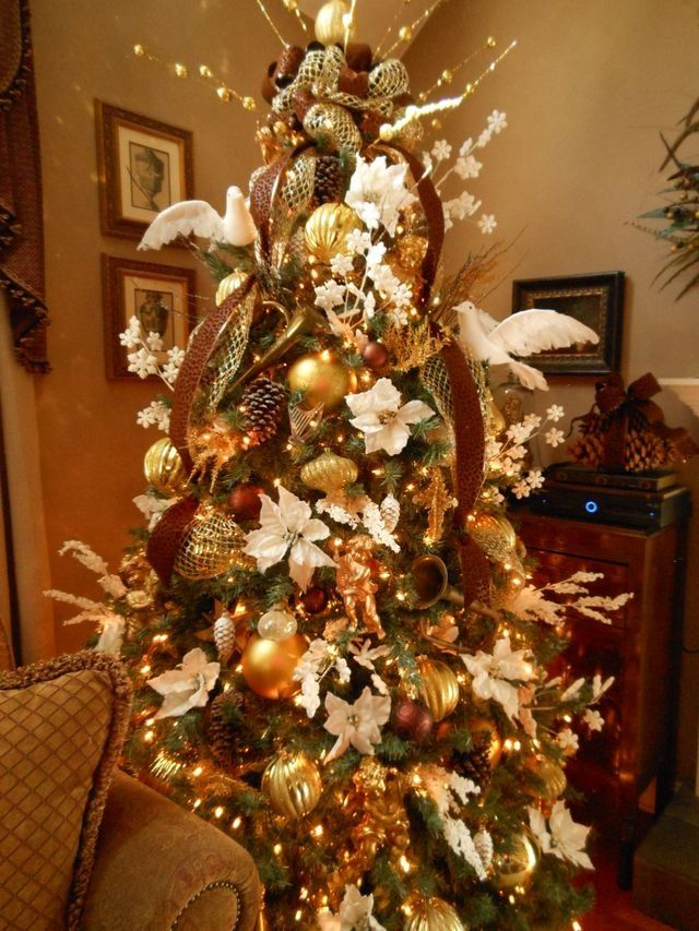 Christmas Tree Filled With White Poinsettias Gold Trumpets And Cherubs Bronz Christmas Tree Colour Scheme Silver Christmas Decorations Holiday Christmas Tree