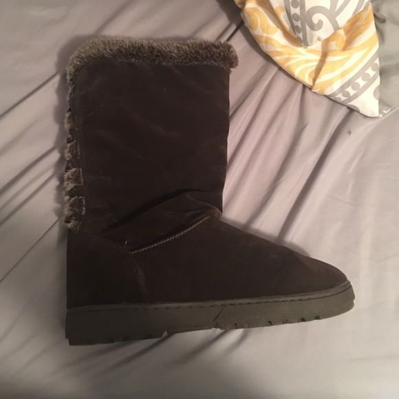 Snow boots New brown snow boots, never worn Adalina Shoes Winter & Rain Boots
