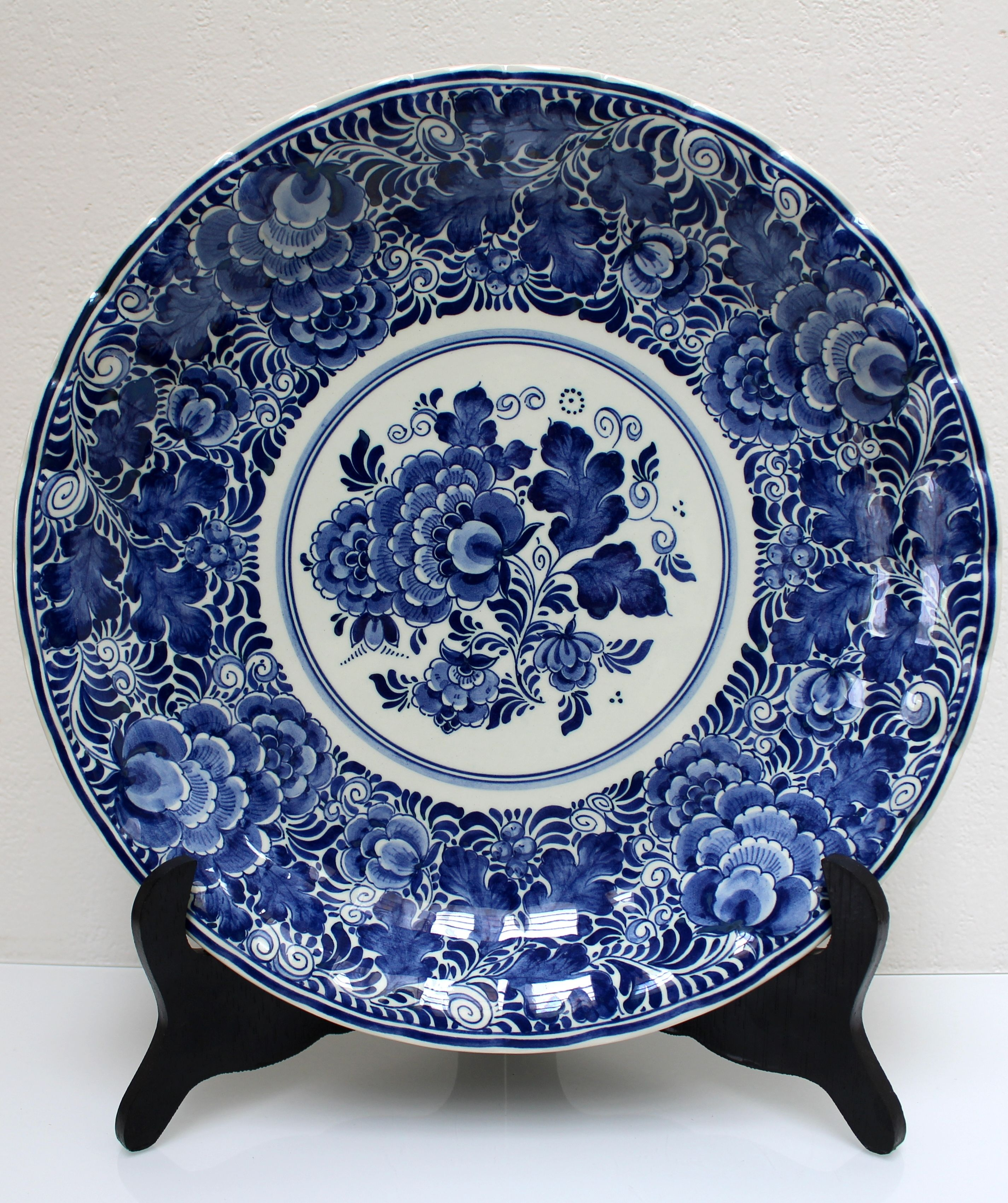 Genuine Delft Blue Wall Plate By Ram Arhnem Holland Hand Painted Blue And White Flowers Decor Vintage Dutch Delfts Bla Blue And White China Delft Pottery Art