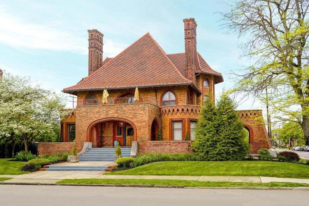 755 Dennison Ave Columbus Oh 43215 Zillow Mansions Mansions For Sale Expensive Houses