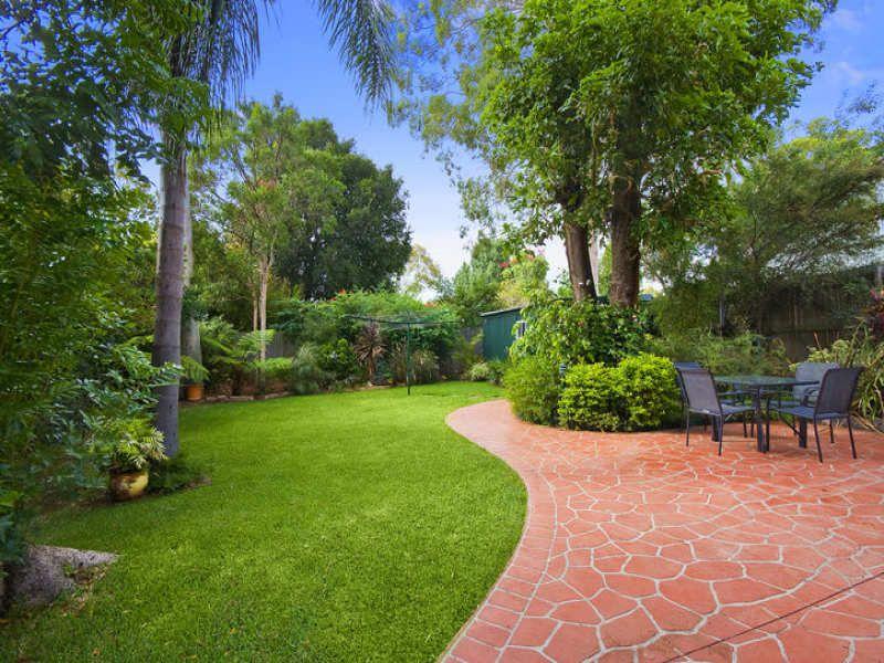 Modern Garden Design Using Grass With Outdoor Dining Modern Garden Courtyard Gardens Design Backyard