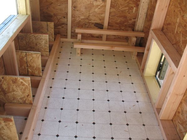 Good Layout Vinyl Floor A Good Addition For Cleaning Inside Chicken Coop Chicken Diy Best Chicken Coop