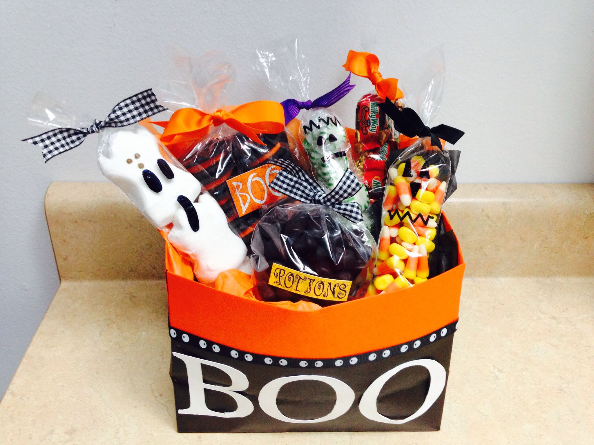 Halloween Boo Basket Ideas For 3 Year Olds Boo Your Neighbor Gift Halloween Gift Basket Pintere Neighbor Christmas Gifts Halloween Baskets Neighbor Gifts