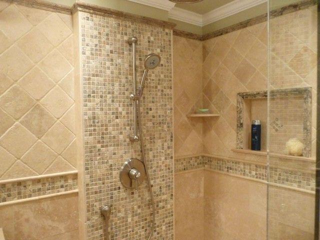 Colonne de douche contre une mosaique en marbre sdb for Colonne salle de bain vert pomme
