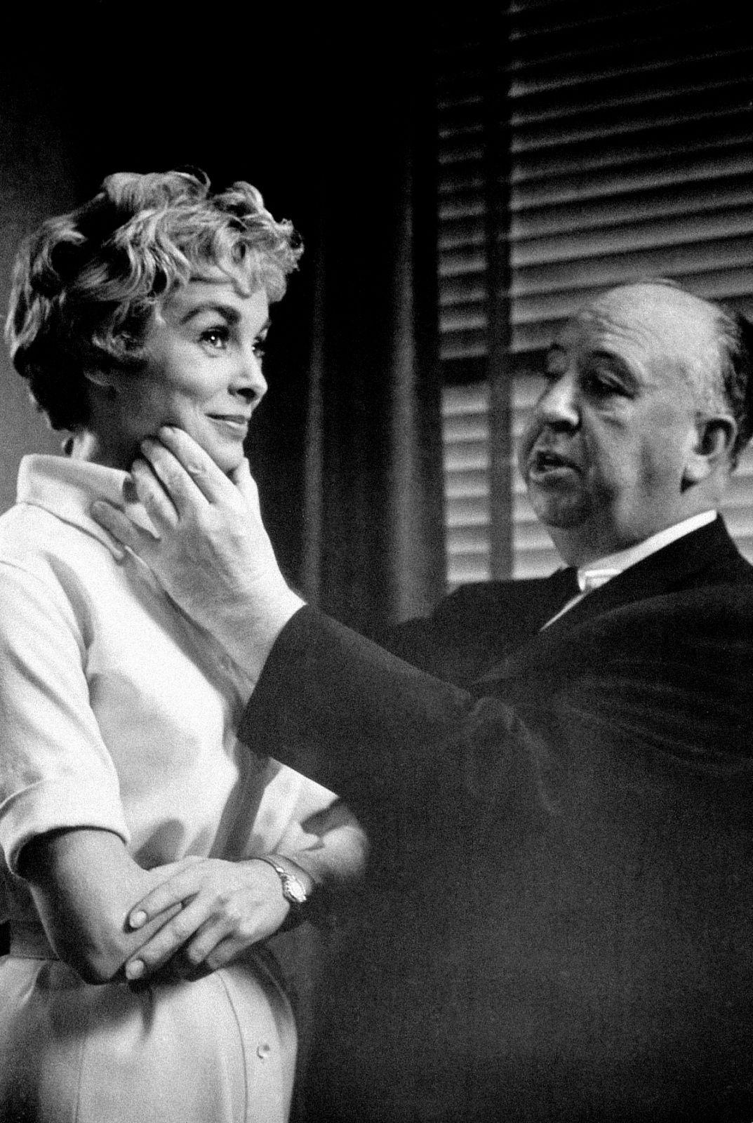 Alfred Hitchcock &Janet Leigon setofPsycho (1960)
