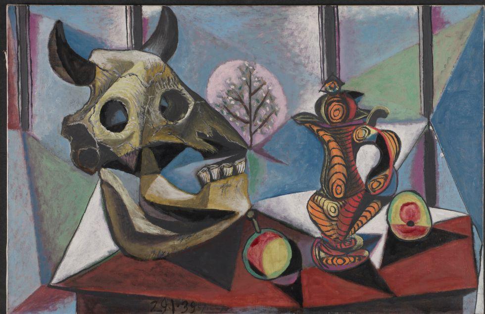 Pablo Picasso「Cráneo de toro, fruta y jarrón」(1939)