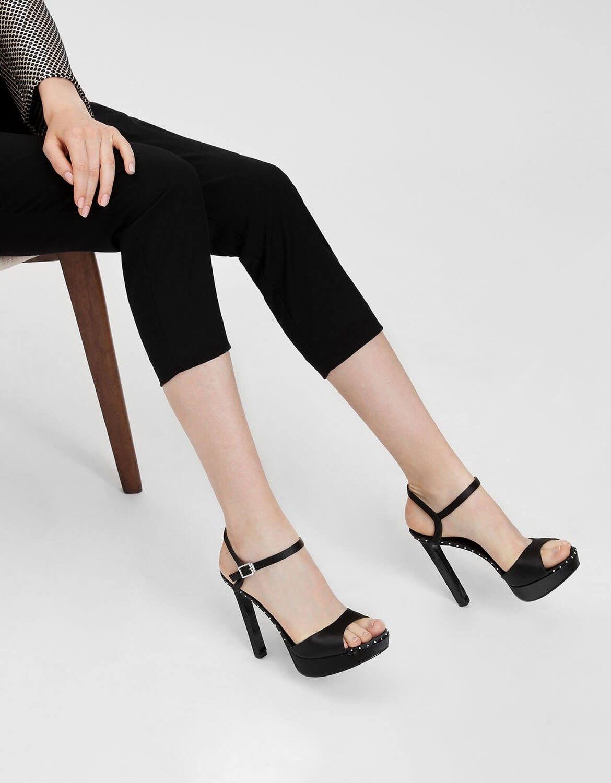 fd67b91924a391 Black Embellished Detail Platform Heels