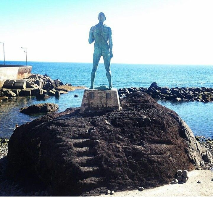Estatua dos pescadores en Paul Do Mar , Madeira Portugal