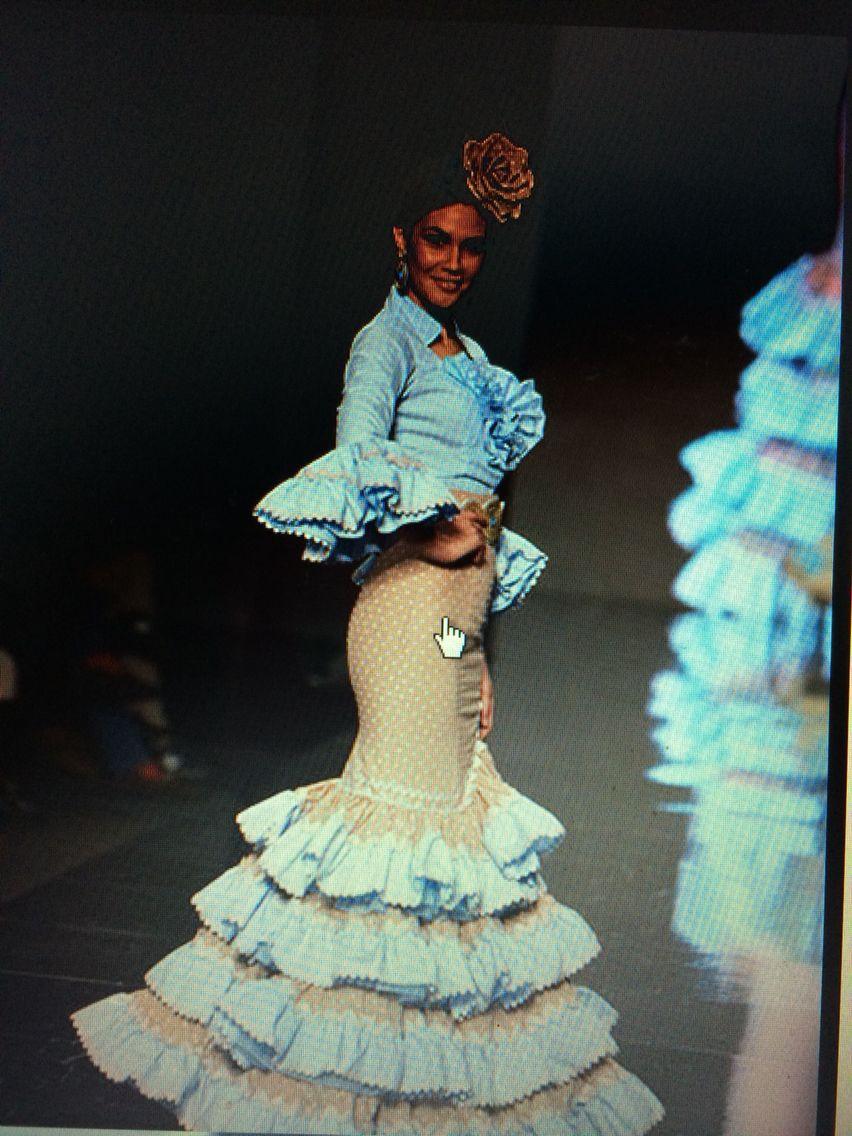 Traje de flamenca azul claro