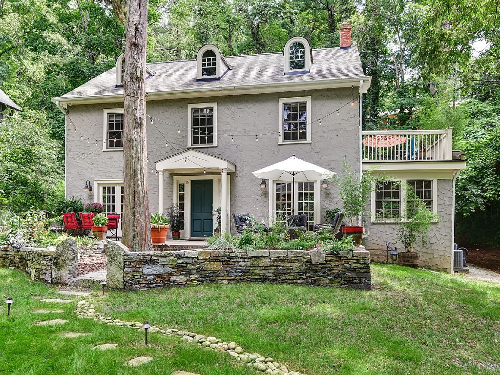 This Compact Two Story Colonial Home Is Surprisingly Open And Modern Inside The Modest Mansion Colonial House Stone Porches House Exterior