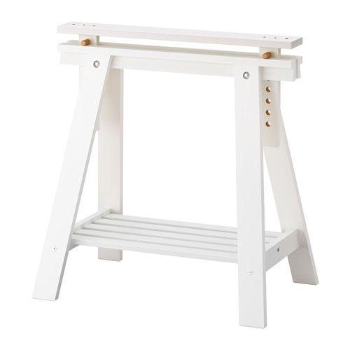 IKEA - FINNVARD, Schraag met plank, wit, , Massief hout is een slijtvast natuurmateriaal.Kies een vlak of enigszins hellend werkblad, wat handig is als je wilt schrijven, verven of tekenen, door de schragen te verstellen.Op de plank onder de schragen is veel plaats voor bijvoorbeeld een printer, boeken en papieren. Op die manier kan je het werkblad vrij houden en krijg je meer werkruimte.