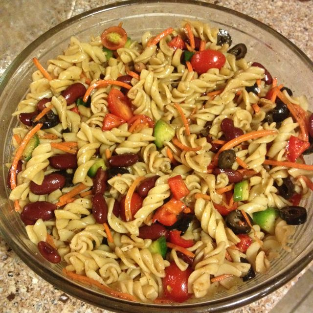 Healthy Pasta Salad Tomatoes Cucumbers Carrots Bell Peppers Olives Kidney Beans Olive Oil Balsam Healthy Pastas Salad Side Dishes Healthy Pasta Salad