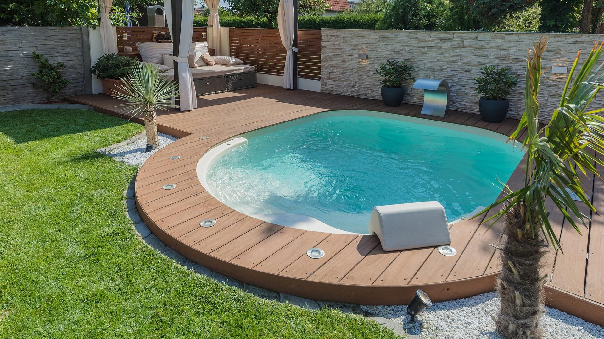 36 Beautiful Mini Pool Garden Designs For Tiny House Pool Pooldesigns Poollandscaping Small Pool Design Small Backyard Pools Backyard Pool