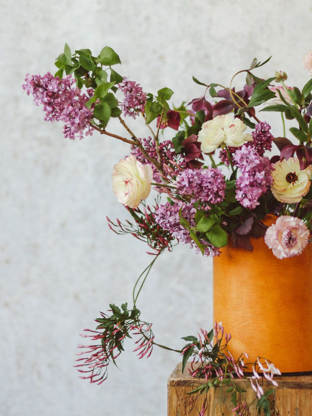 A Gorgeous Spring Arrangement Using Only Four Flower Types Wedding