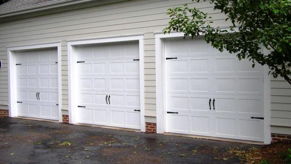 C H I Carriage House Stamped Model 5250 In White With