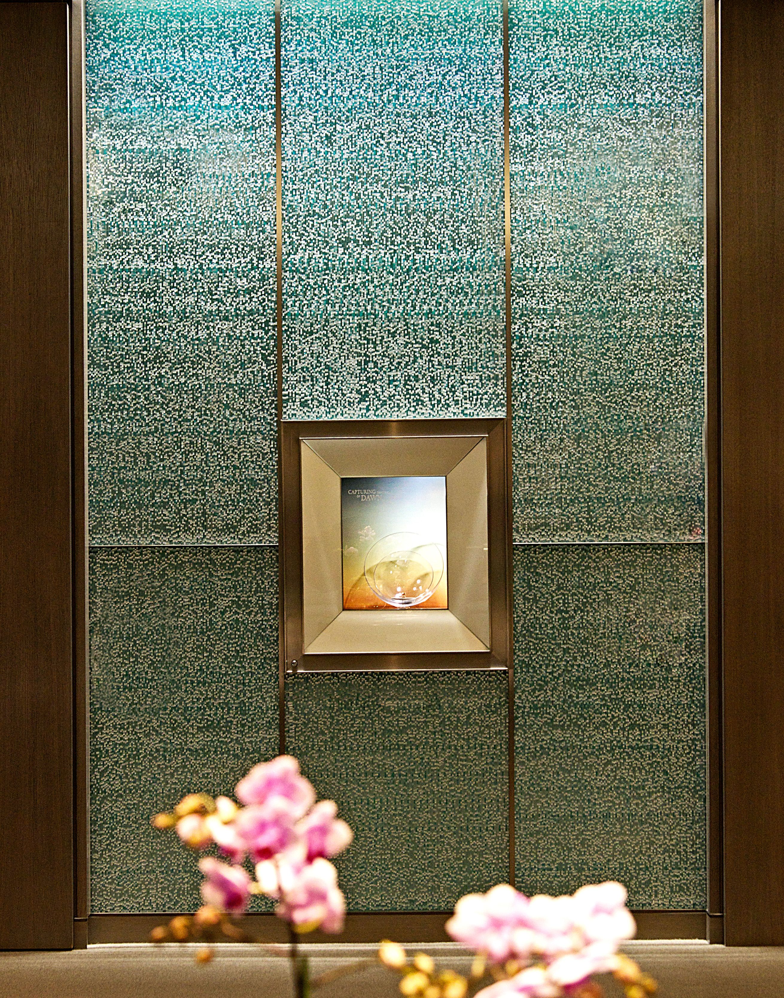 Sensitile ScintillaR Glass Panels Used As A Frame In The Tiffany Co Store At Fashion Show Mall Las Vegas NV
