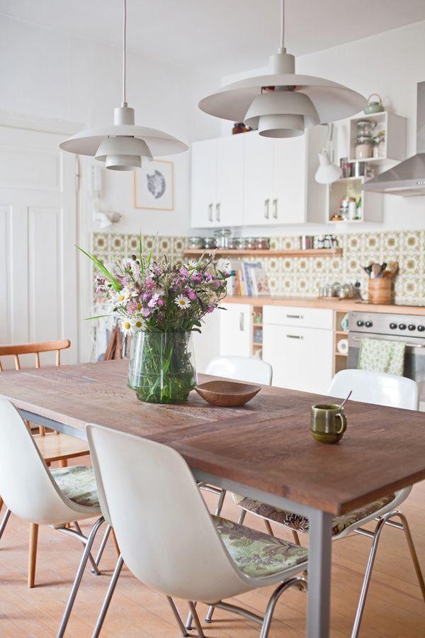 Wow Moderne Küche Mit Retro Fliesen Design Lampen Eames Stühlen
