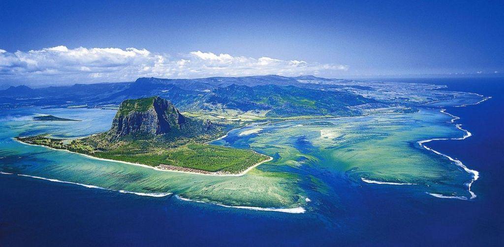 Jedes Jahr findet auf der Insel Mauritius ein Marathon statt, der weit mehr ist als ein Sportevent. Einzigartige Landschaften, ein bunter Mix der Kulturen und herzliche Gastfreundschaft machen den Mauritius Marathon zu einem einzigartigen Erlebnis. Lesen Sie mehr im itravel Blog.