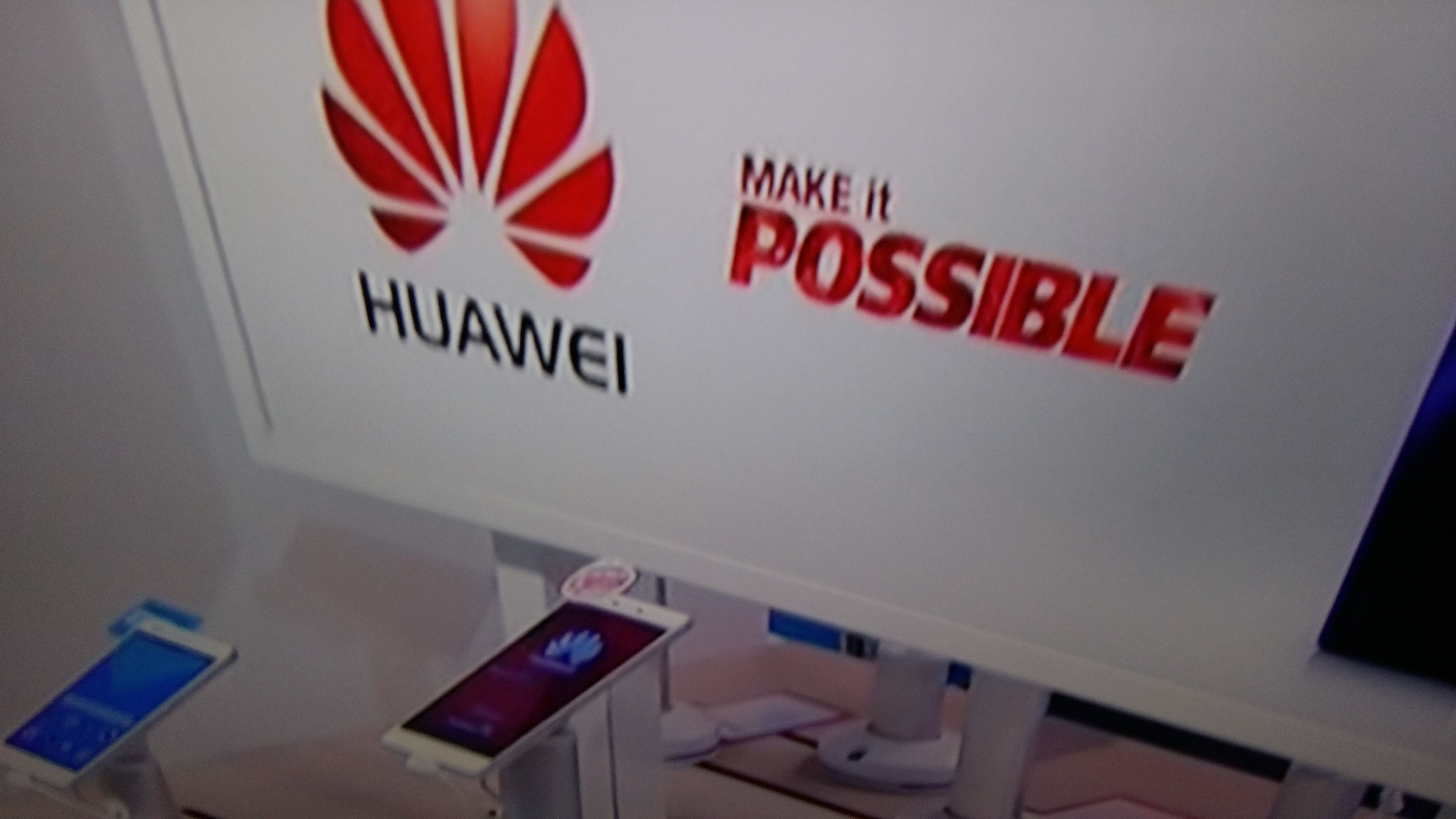 NEWS TV1  Chinese Technoclogy Company HUAWEI in Finland. 70 % bisness outside china.  Yle.fi