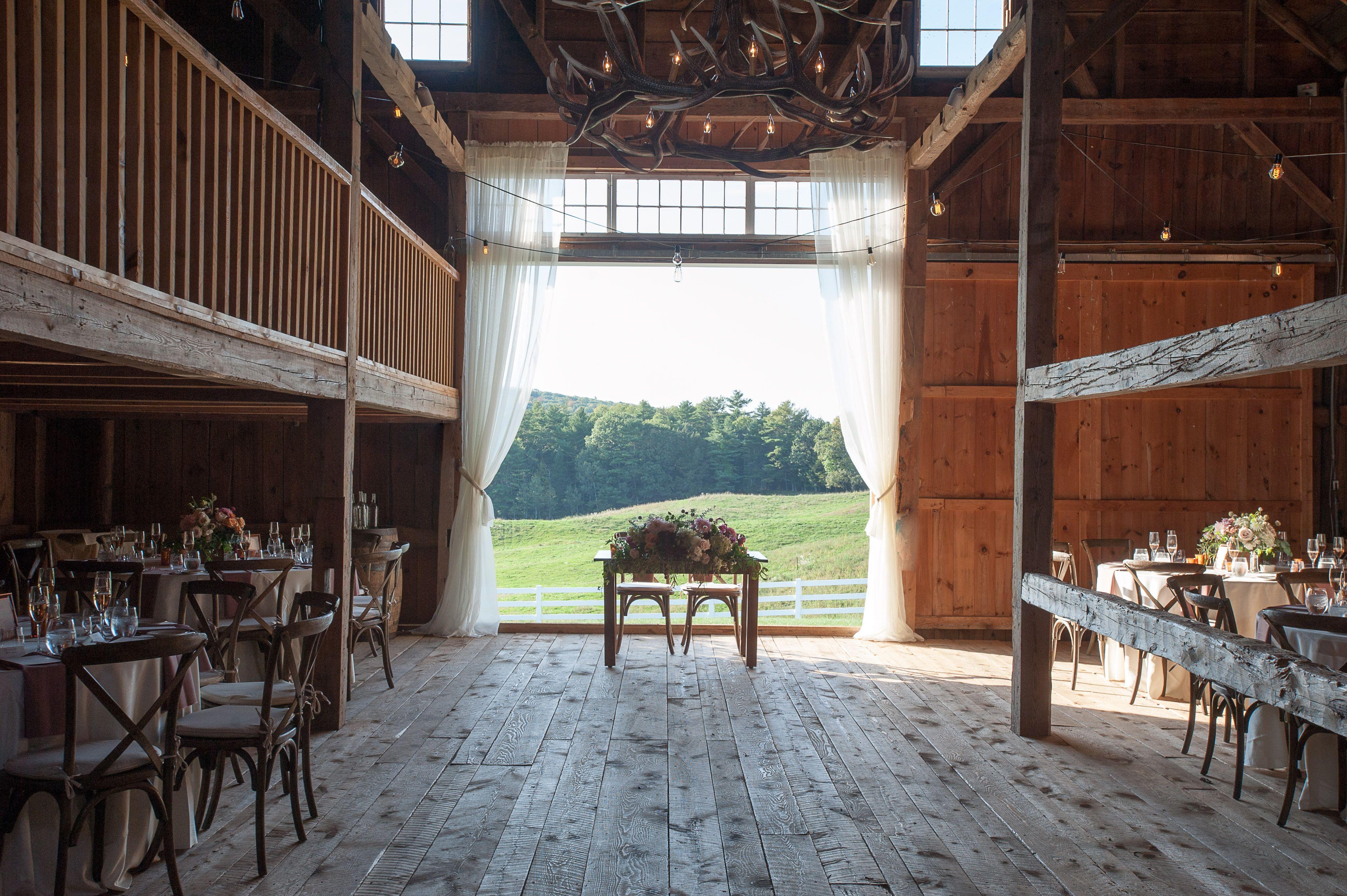 Sweetheart Table At Merrill Farmhouse At Pineland Farms Farmhouse Wedding Maine Wedding Photography Maine Wedding Venues