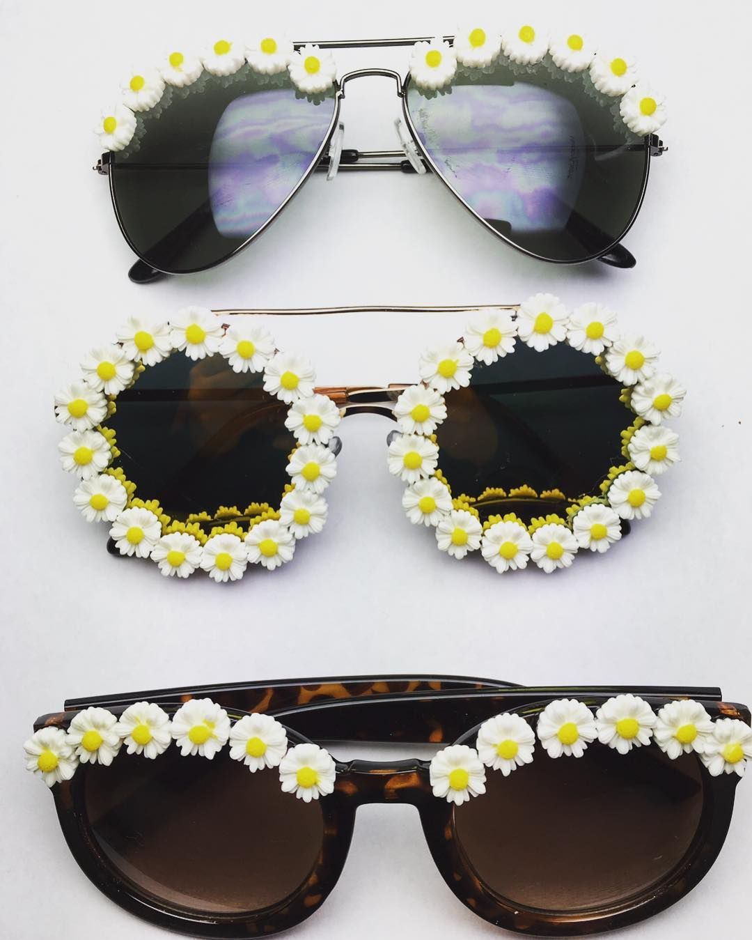 Fall in love with our Daisy collection for summer 💛 🌴 link in bio for more styles 🔝 #obsessedshades#flowersunglasses#coachella#festival#boho