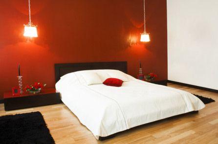 letto-parete-rossa | idee camera | Camera da letto rossa, Camera da ...