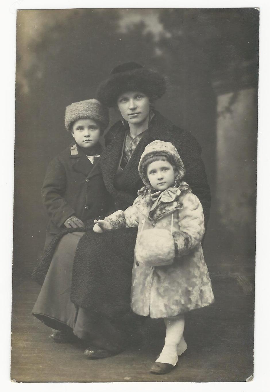 Αποτέλεσμα εικόνας για mother with two young children pinterest