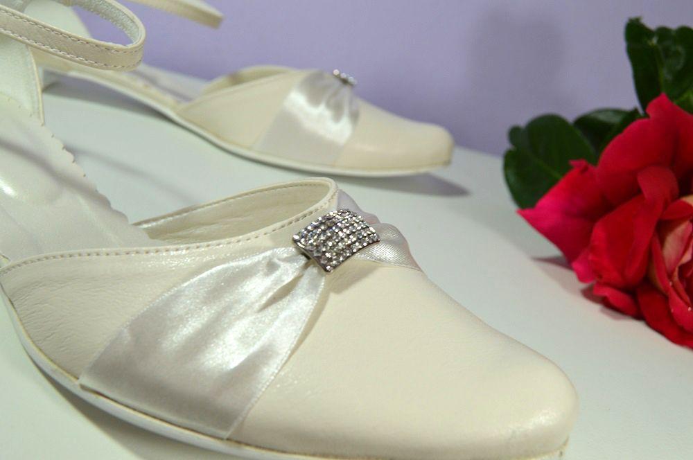 6281d0f76127 Ivory svatební boty na nízkém podpatku. K-styl. svatební boty ...