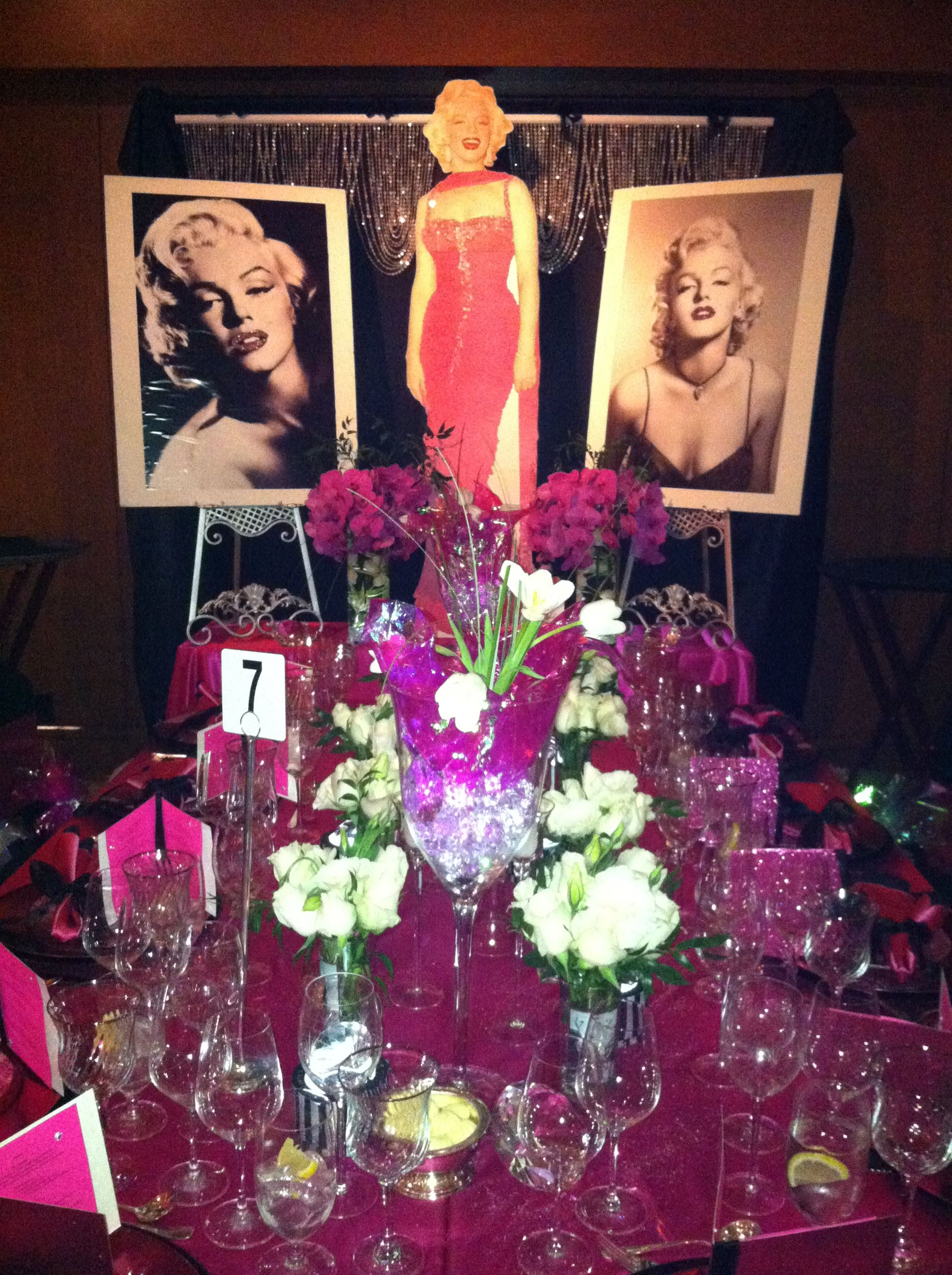 Marilyn Monroe themed table...hmmm this would be a good ...
