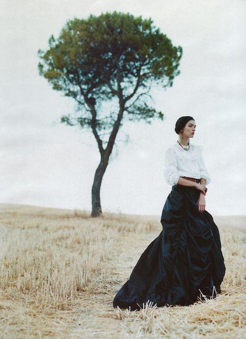 erichcanvogue:    decrepitate: Mariacarla Boscono shot by Nathaniel Goldberg for Harper's Bazaar 11/01