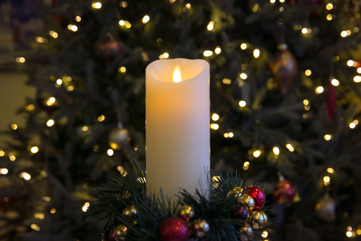 Christmas Is Coming And We Are Already Counting Down 17 Days To Go Have You Already Put Up Your Lovely Christmas Tr Candles Pillar Candles Realistic Candles