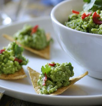 sweetpea guacamole with tortilla chips