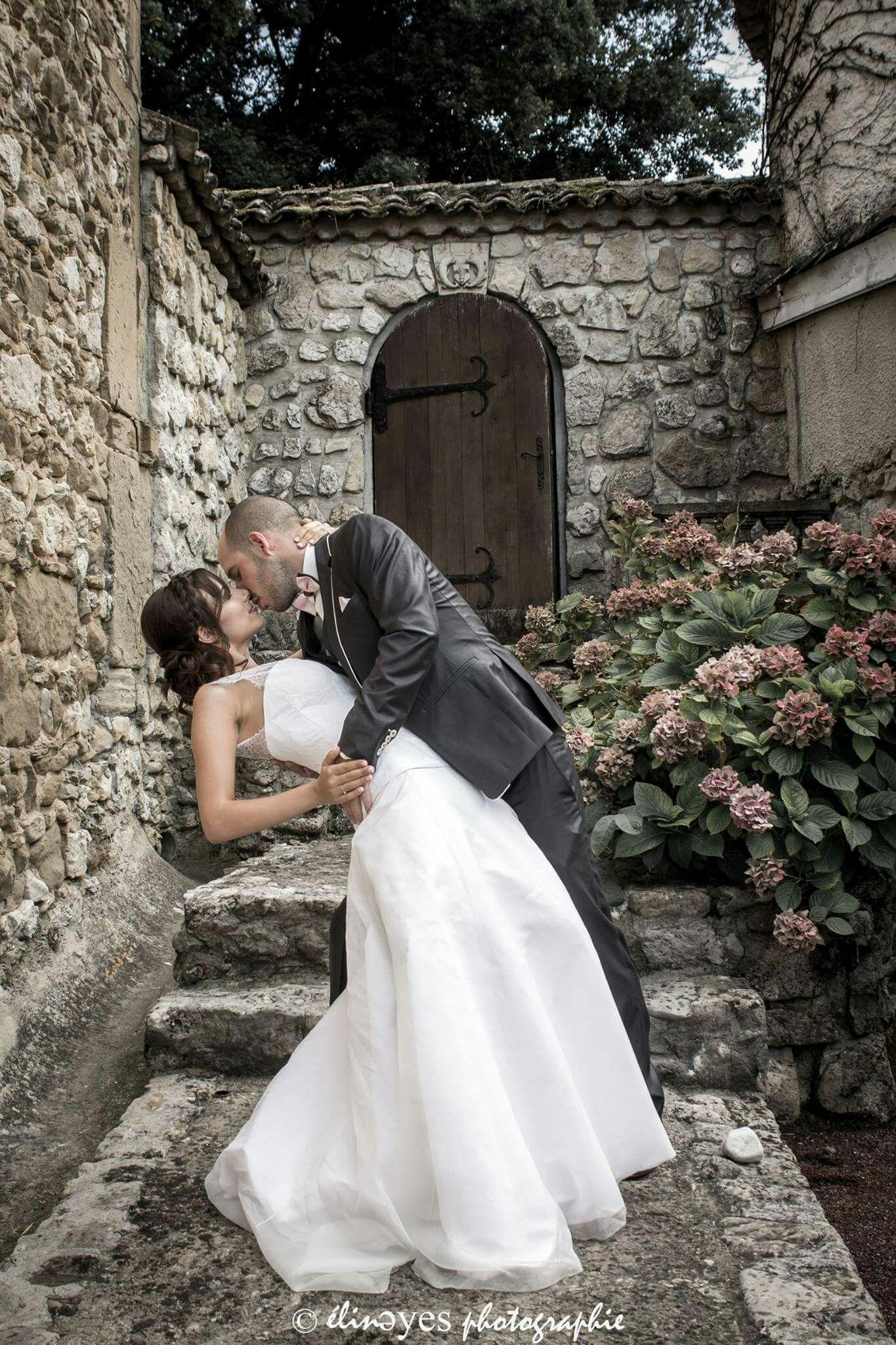 ..PHOTO DE COUPLE..  Mariage d'un couple d'ami dans la région de Grenoble, France.  Suivez moi sur ma page facebook : https://www.facebook.com/elineyesphotographie/ Et sur Instagram : @elineyes.photographie   #elineyesphotographie #mariage