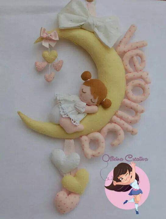 Enfeite De Lua ~ Menininha Abraçada em Meia Lua com Laços Coraçõeszinhos e Nominho Bebe Pinterest Meias