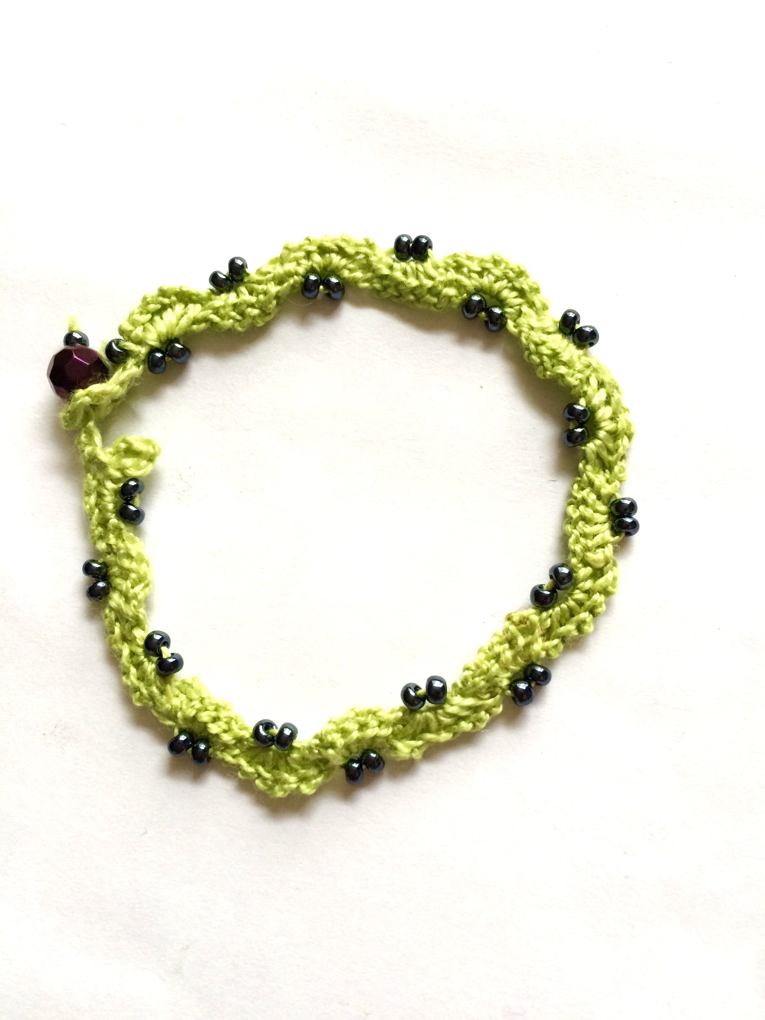 Crochet wave bracelet with cotton thread and 3mm glass beads ...