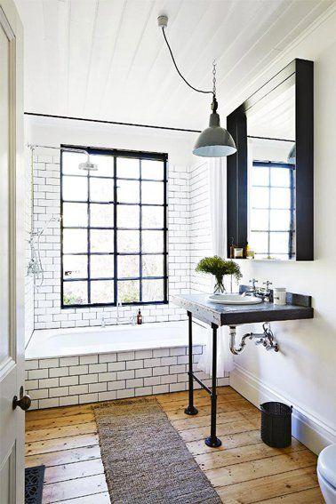 Carrelage blanc dans salle de bain rétro Pinterest Industrial