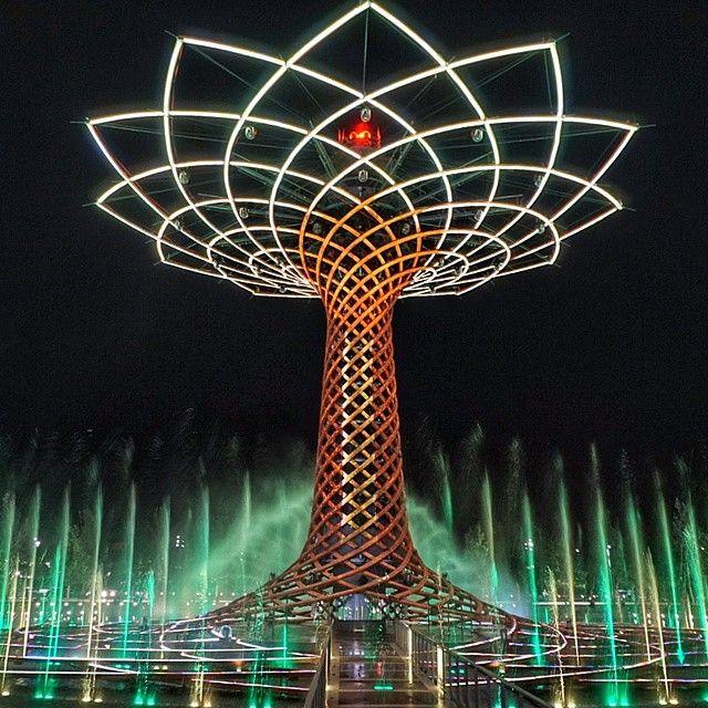 Buonanotte dall'Albero della Vita! #Expo2015  Good night from the Tree of Life!  Repost @cermaglio