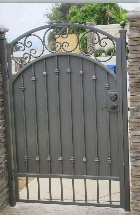Estoy Pensando En Puertas Y Portones Ciegos Por La Privacidad Puertas De Jardin De Hierro Verjas Puertas De Jardin