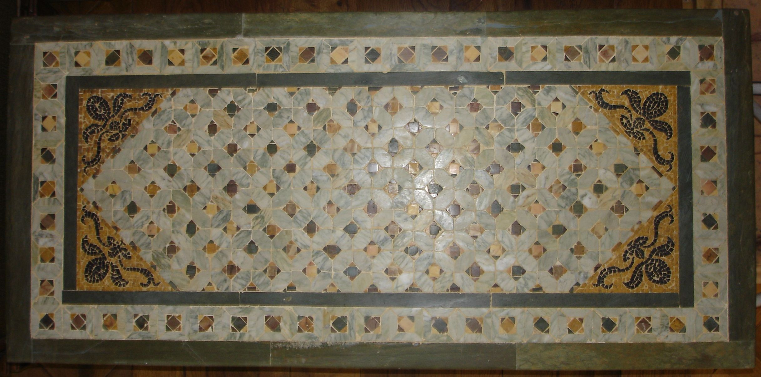 Inlaid and mosaic cosmato top