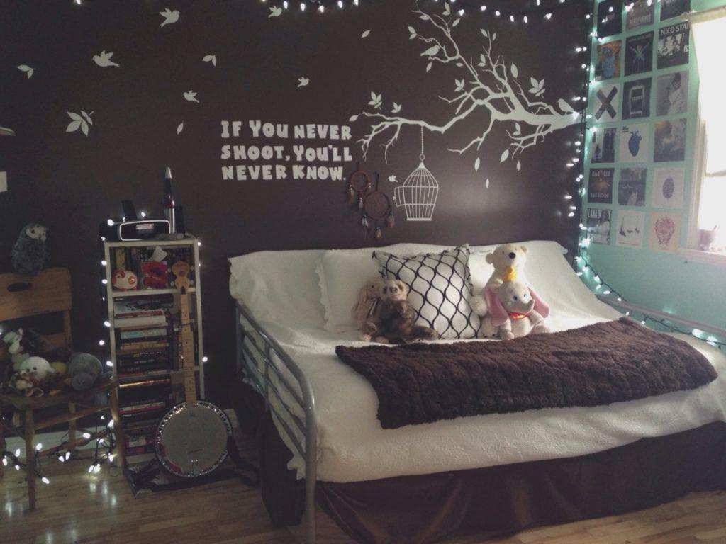 Schlafzimmer Tumblr ~ Weihnachtsbeleuchtung im schlafzimmer gardinen lichterkette kissen