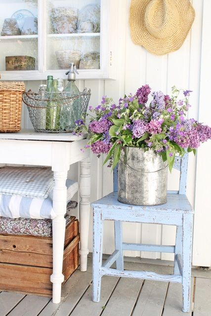 I love this.The distressed chair combined with the lovely lilacs... gorgeous!