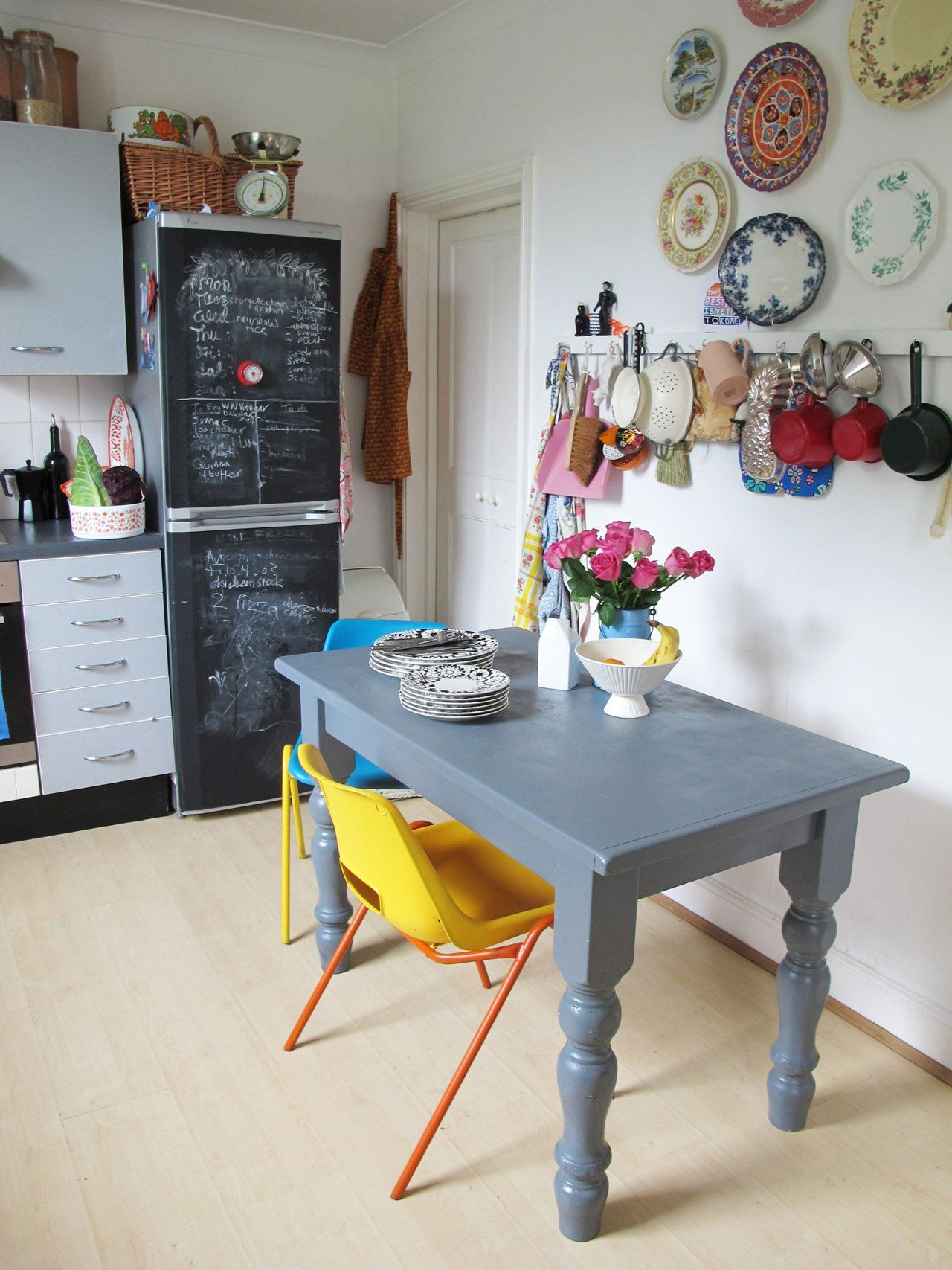 House Tour: Bold Colors and Patterns in a London Rental | Küche und ...