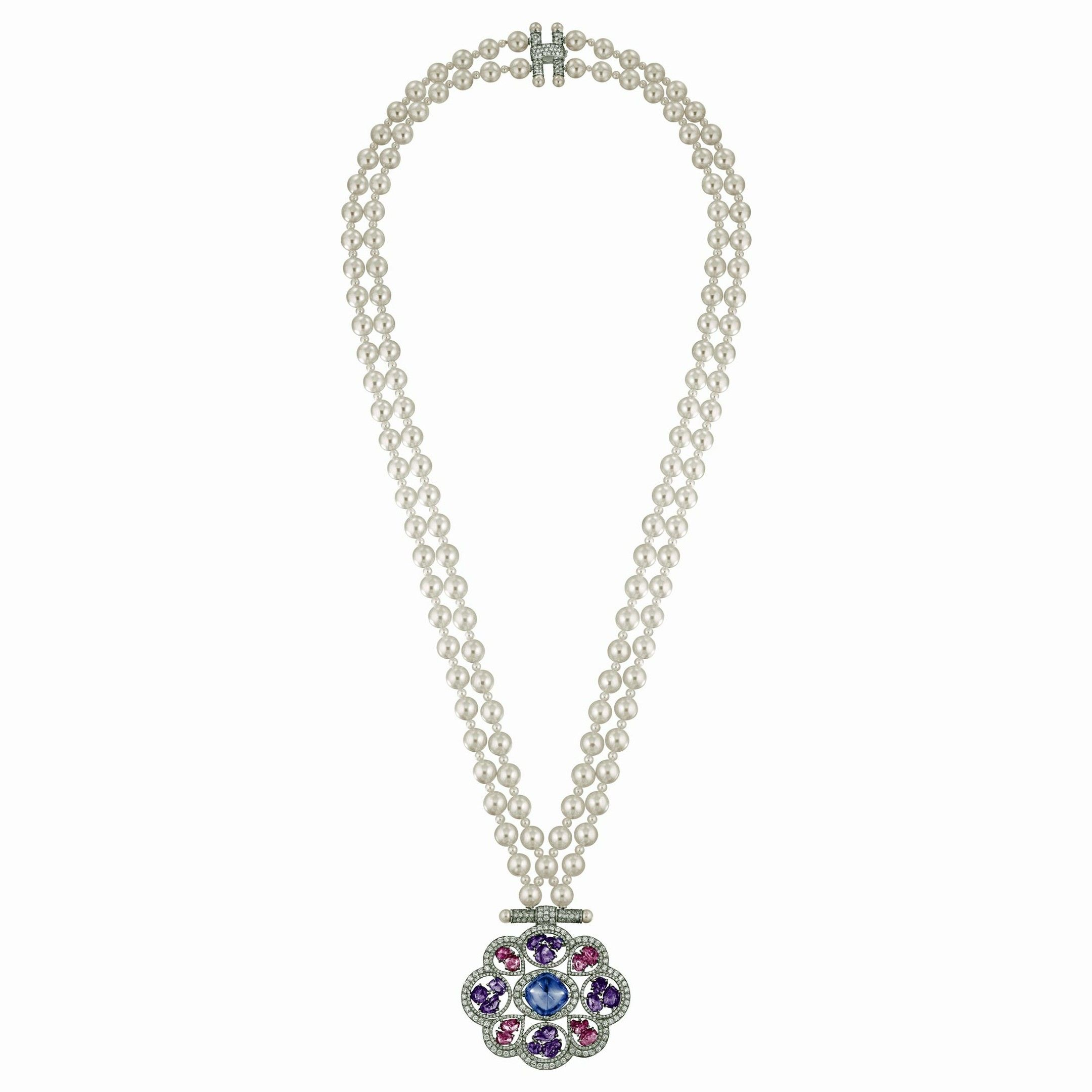 Chanel necklace from the Talisman collection in white gold with a sugar loaf-cut tanzanite, violet sapphires, brilliant-cut diamonds and Japanese cultured pearls.
