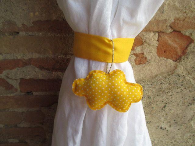 Embrasse nuage pour rideau en tissu jaune poussin en forme de nuage : Accessoires de maison par les-voilages-de-caroline