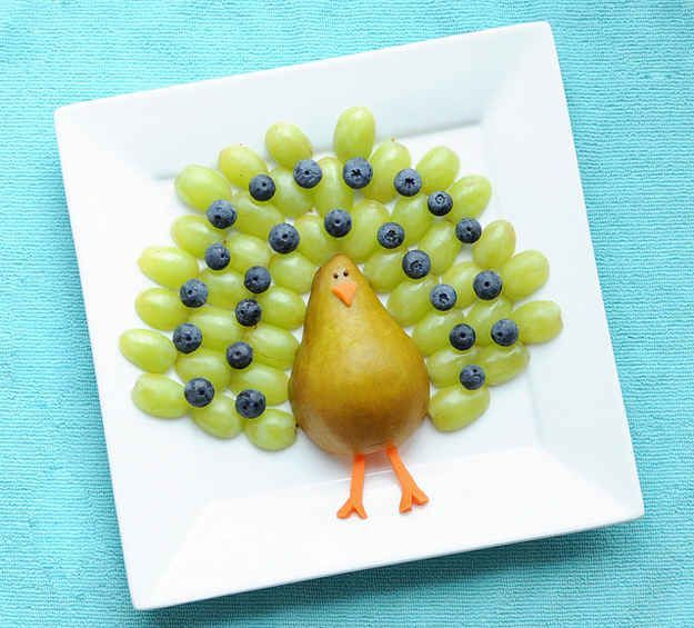 It just takes a knife to make this happy fruit peacock. | 19 Easy And Adorable Animal Snacks To Make With Kids
