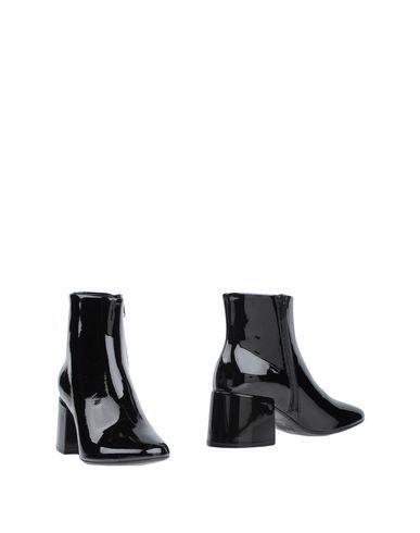a28fe76bb6 MM6 MAISON MARGIELA Ankle boot. #mm6maisonmargiela #shoes # | Mm6 ...