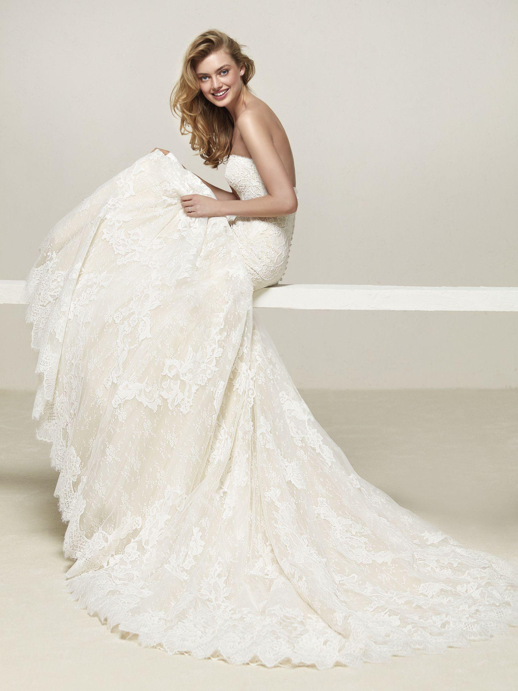wedding dress sweetheart neckline and straight back bridal